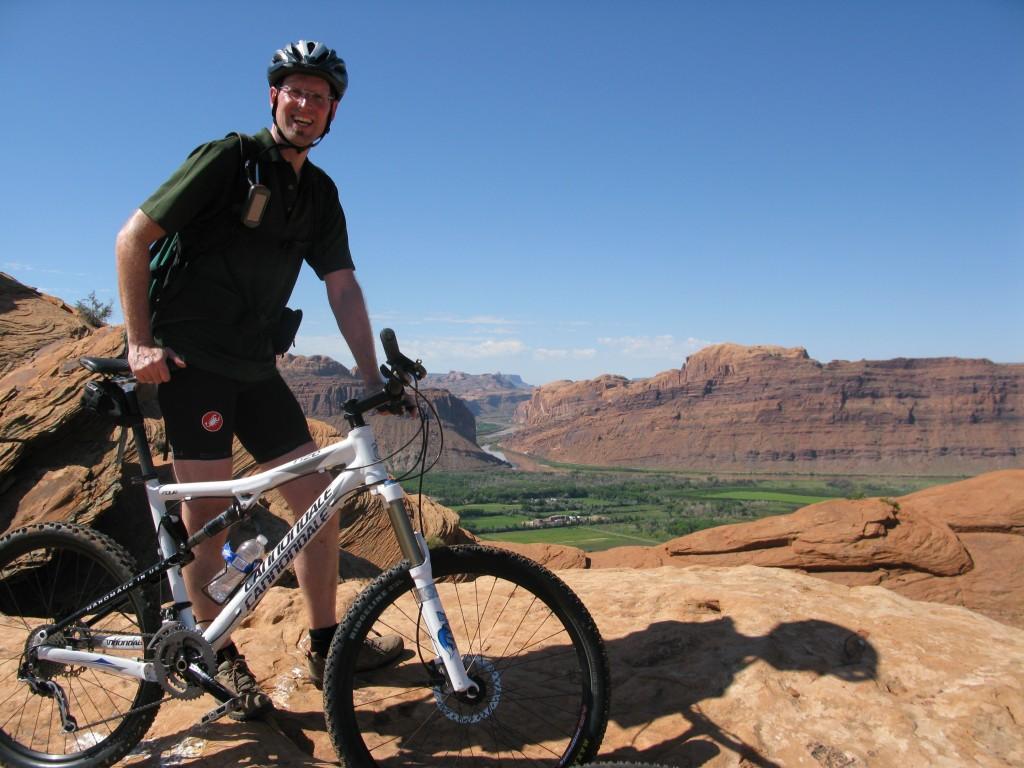Slickrock mit dem Colorado im Hintergrund