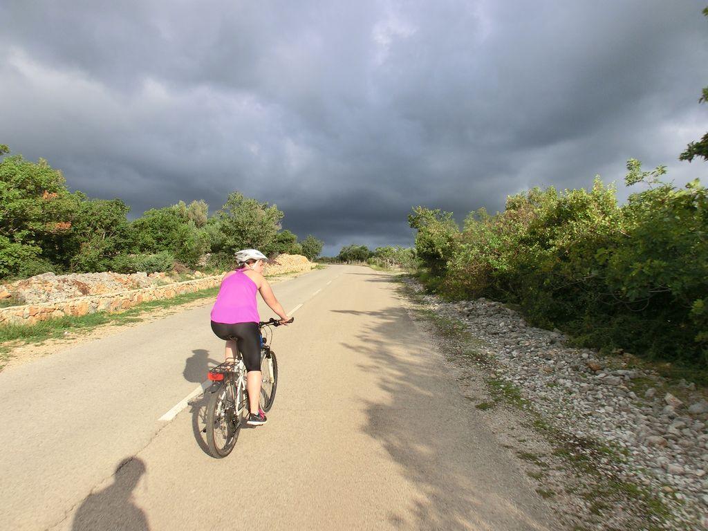 Dunkle Wolken auf der Rückfahrt von Krk