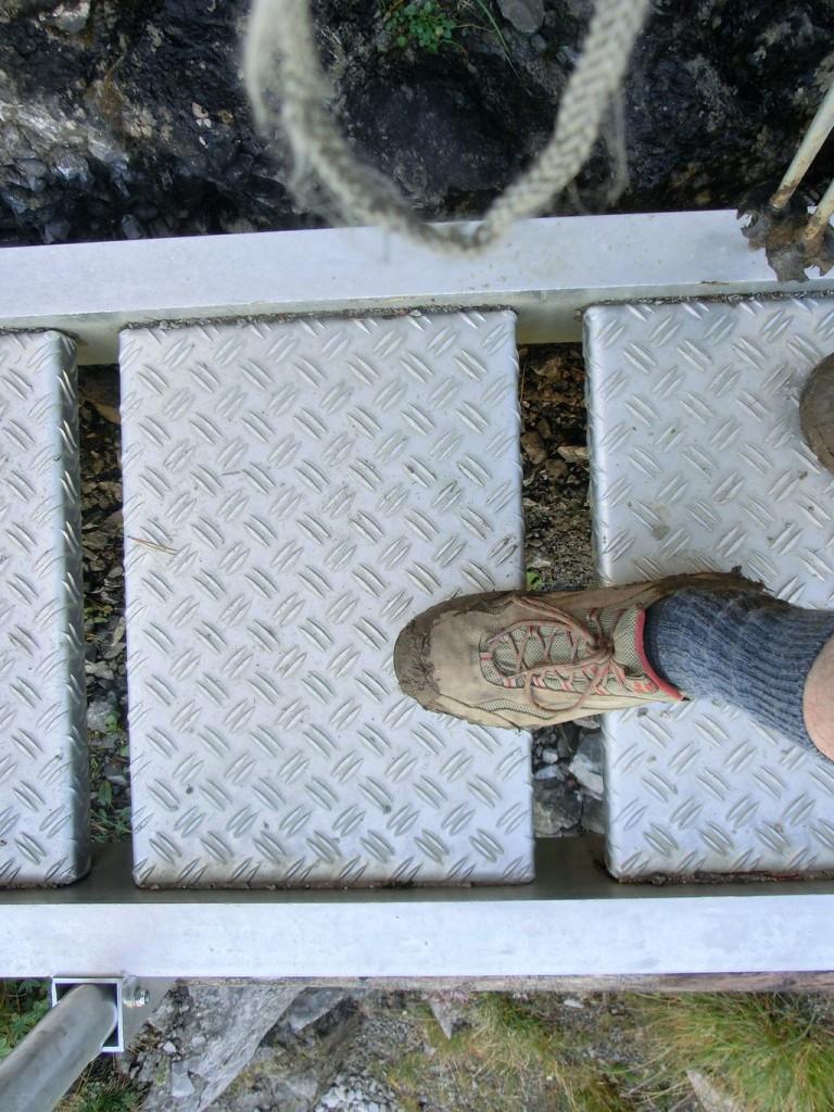 Zu Fuß auf der Leiter am Schrofenpass