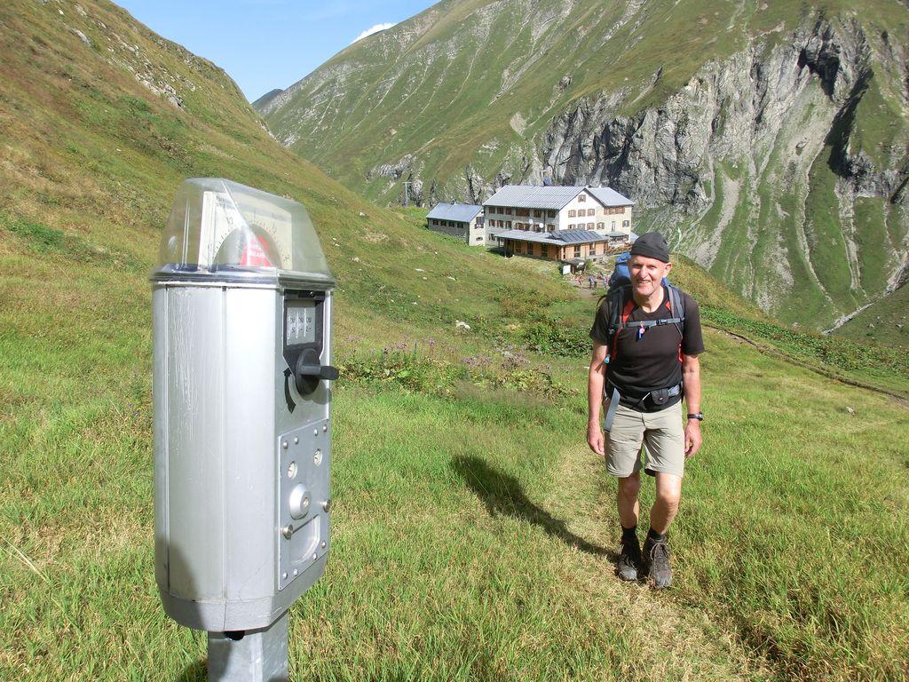 Die Parkuhr an der Kemptner Hütte. Für den Rettungshubschrauber.